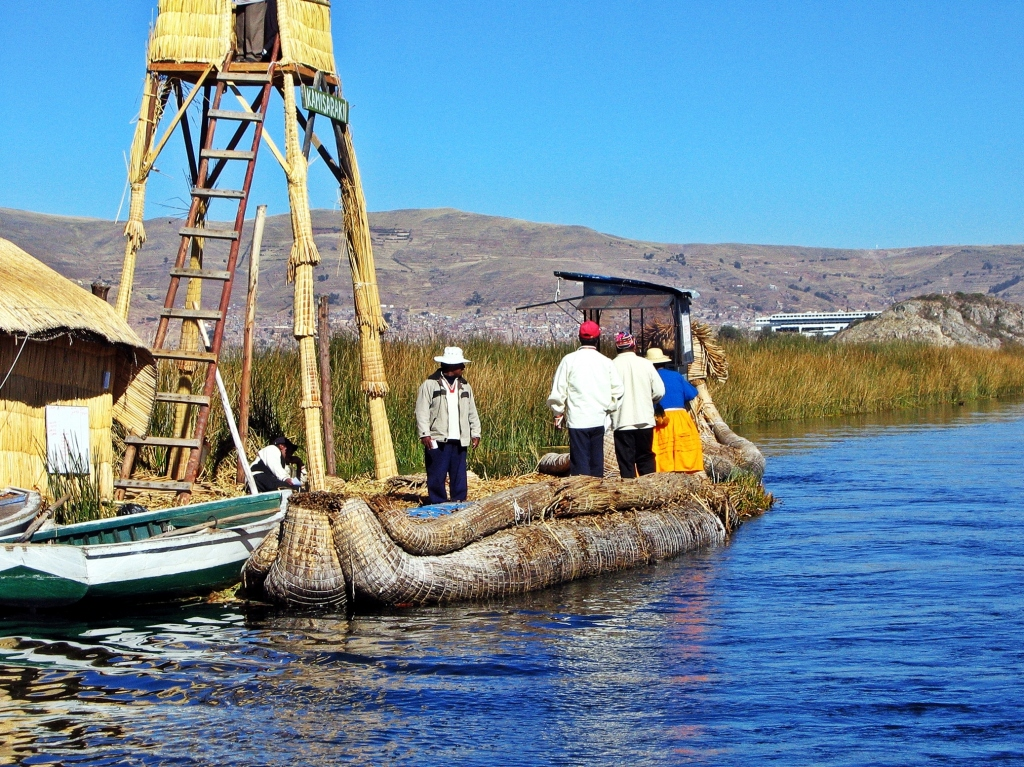 Uros reed boat, Floating reed island