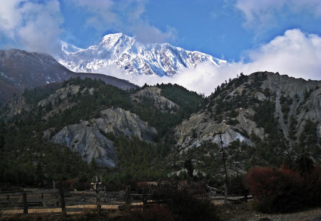 Annapurna II, Annapurna Circuit Trek