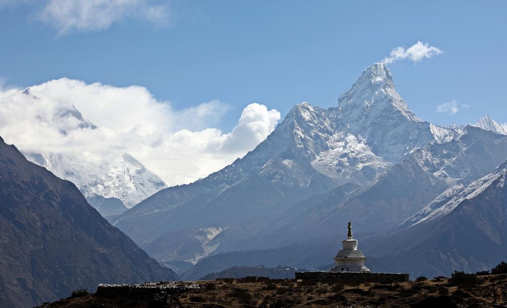 Chorten and Ama Dablam, Everest Base Camp Trek