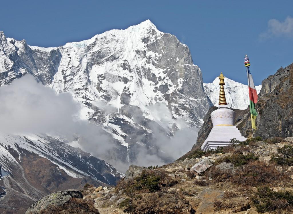 Buddhist chorten, Everest Base Camp Trek