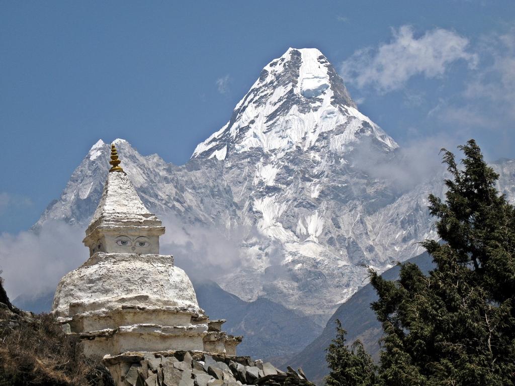 Chorten in front of Ama Dablam, Everest Base Camp Trek