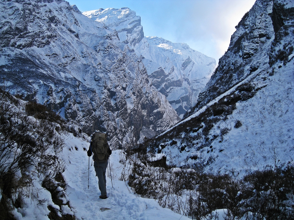 Heading down Modi Khola Valley