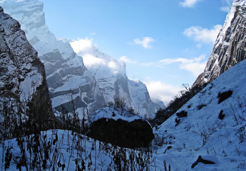 Heading down Modi Khola Valley