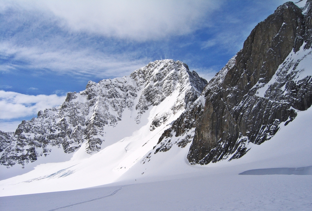 Skiing toward Sir Douglas-Robertson Col, French-Robertson Traverse