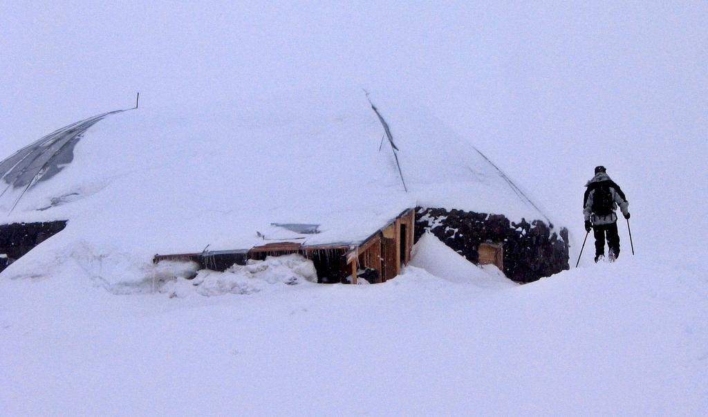 Prius-11 Hut, Mount Elbrus climb