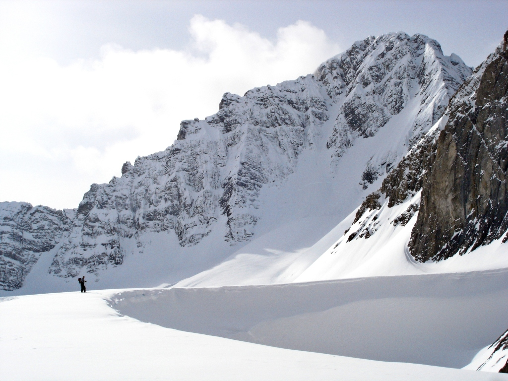 Wind-scoop below Mt Robertson, French Robertson Traverse