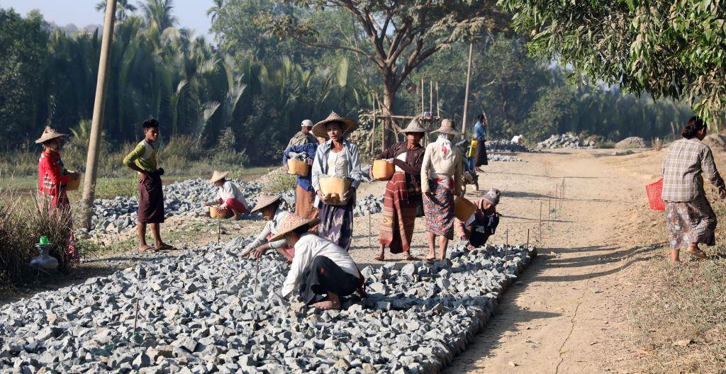 Road works, Mrauk U