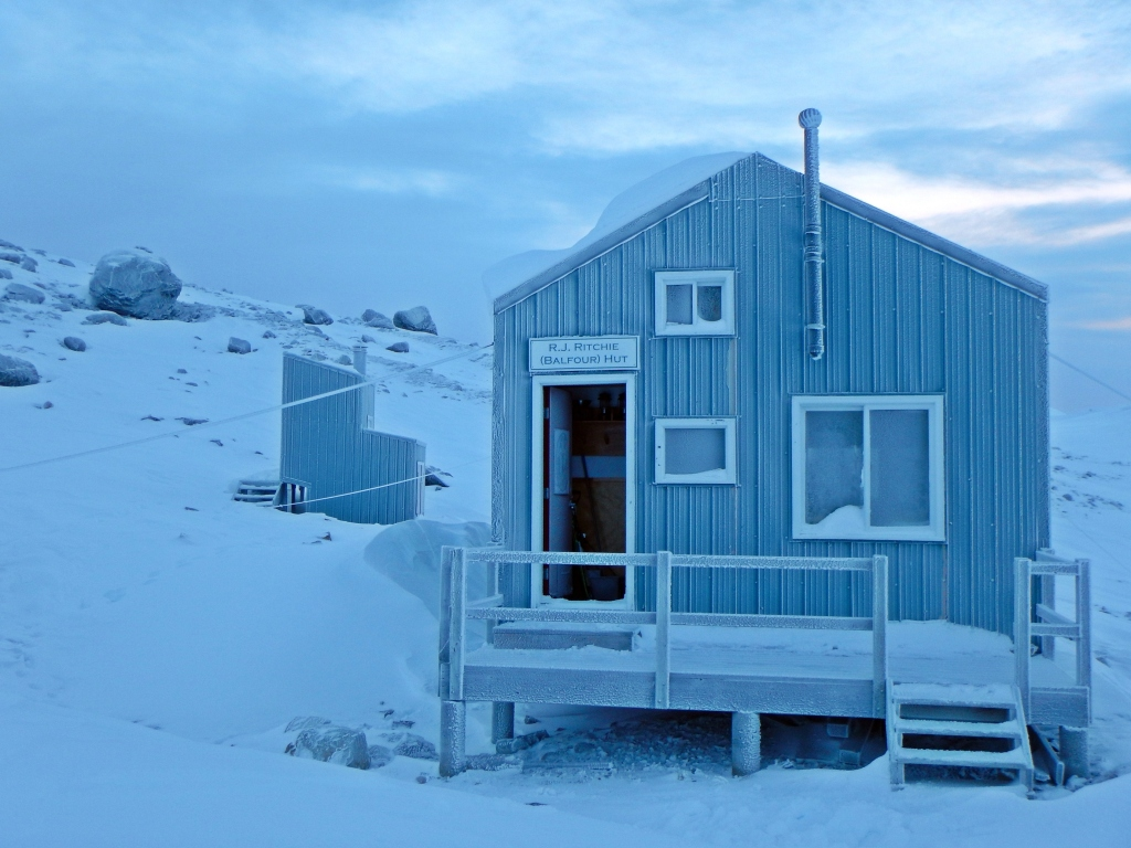 A frosty Balfour Hut, Wapta Icefield