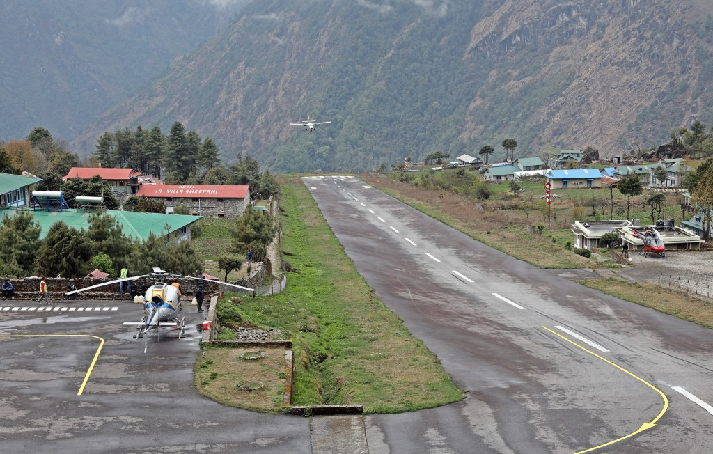 Plane landing, Lukla airport