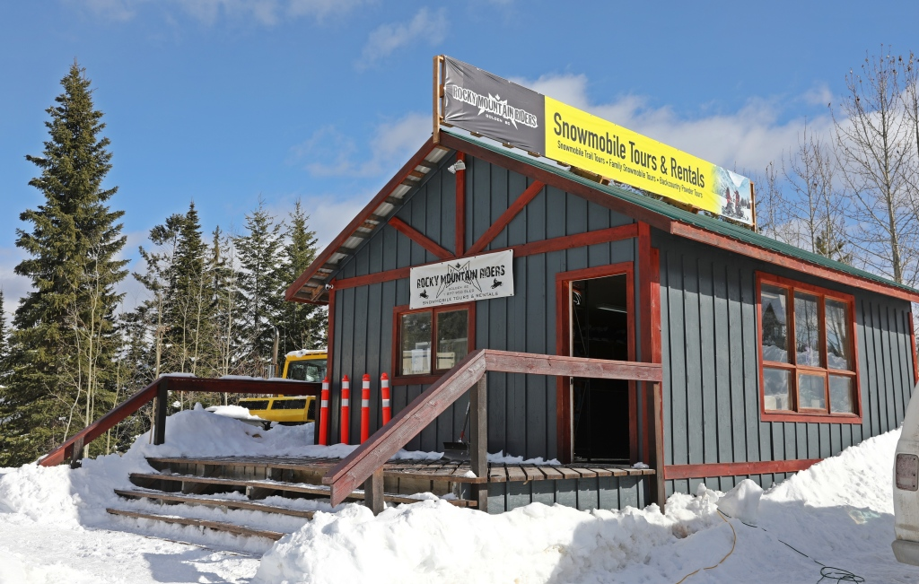 Snowmobile rentals and tours, Golden, BC