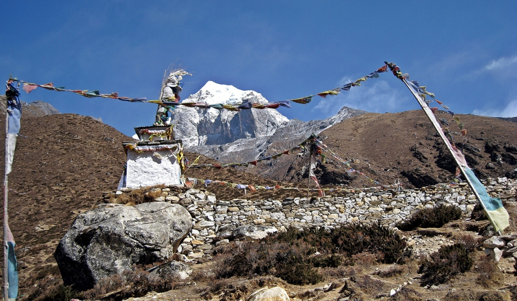 Chorten and prayer flags, Dingobche Ri, Everest regioin