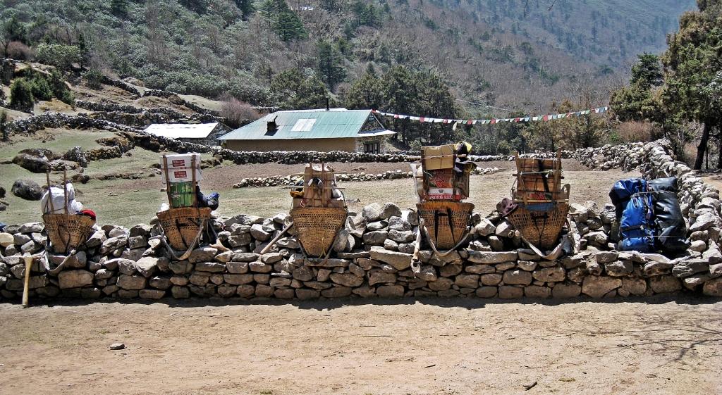 Porter pit stop, Everest region