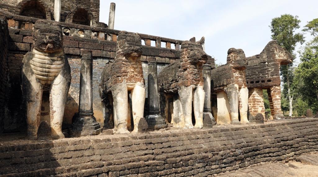 Wat Chang Lom, Si Satchanalai