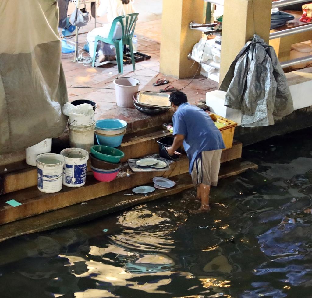 Washing dishes, Amphawa Floating Market
