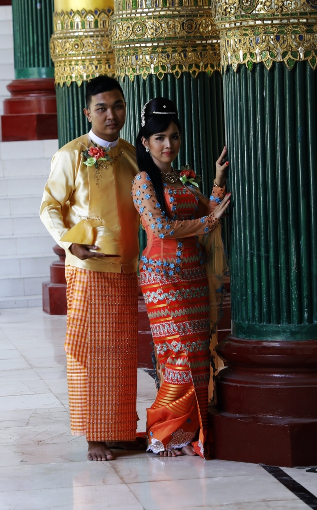 Burmese couple getting wedding photos at Shwedagon Pagoda entrance
