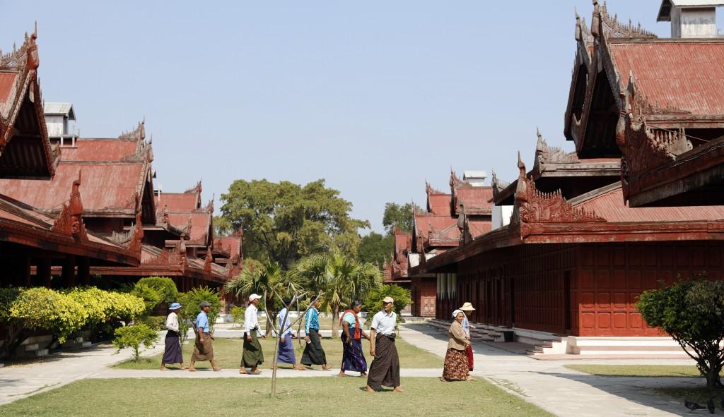 Local tourists wearing Longyis, Mandalay Palace