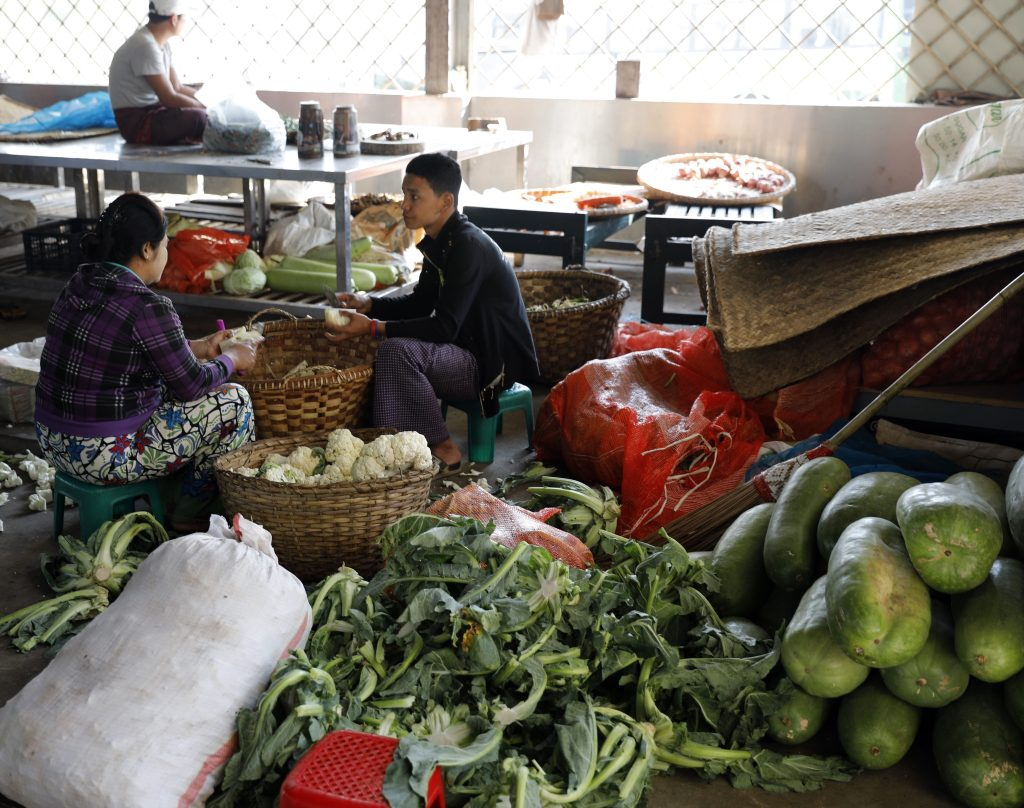 Kitchen staff, Maha Ganayon Kyaung Monastery