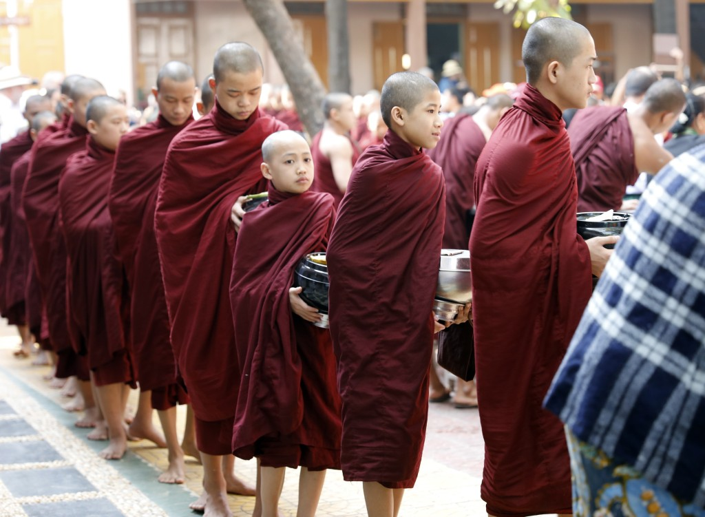 Monks waiting in line for morning meal, Maha Ganayon Kyaung Monastery