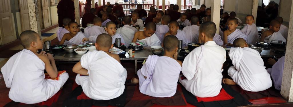 Monks at morning meal, Maha Ganayon Kyaung Monastery