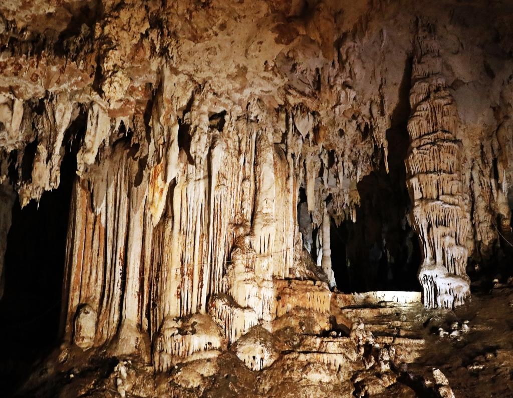 Stalactites and stalagmites, Lod Cave, Pai