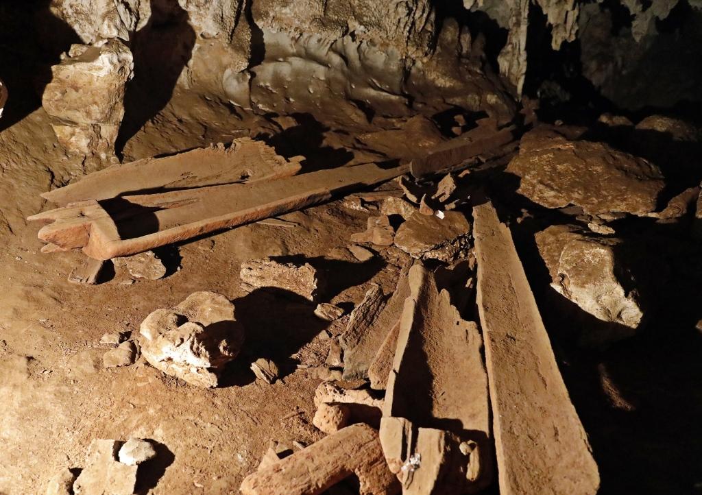 Coffin Cave, Lod Cave, Pai