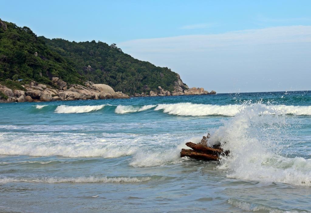 Hightide surge on Sunrise Beach, Koh Phangan